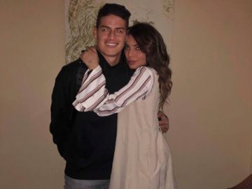 James, junto a su hermana Juana Valentina