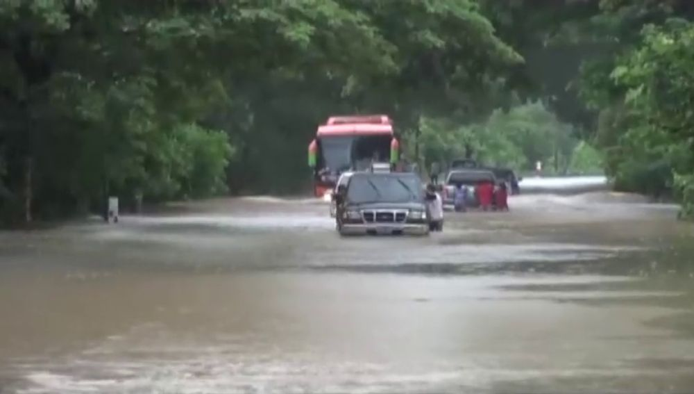 Los vientos y velocidad del huracán 'Michael' se refuerzan en su avance hacia el norte
