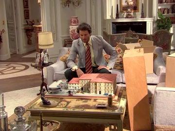 Gabriel descubre la maqueta de la Plaza de los Frutos e intenta frenar la venta del King's
