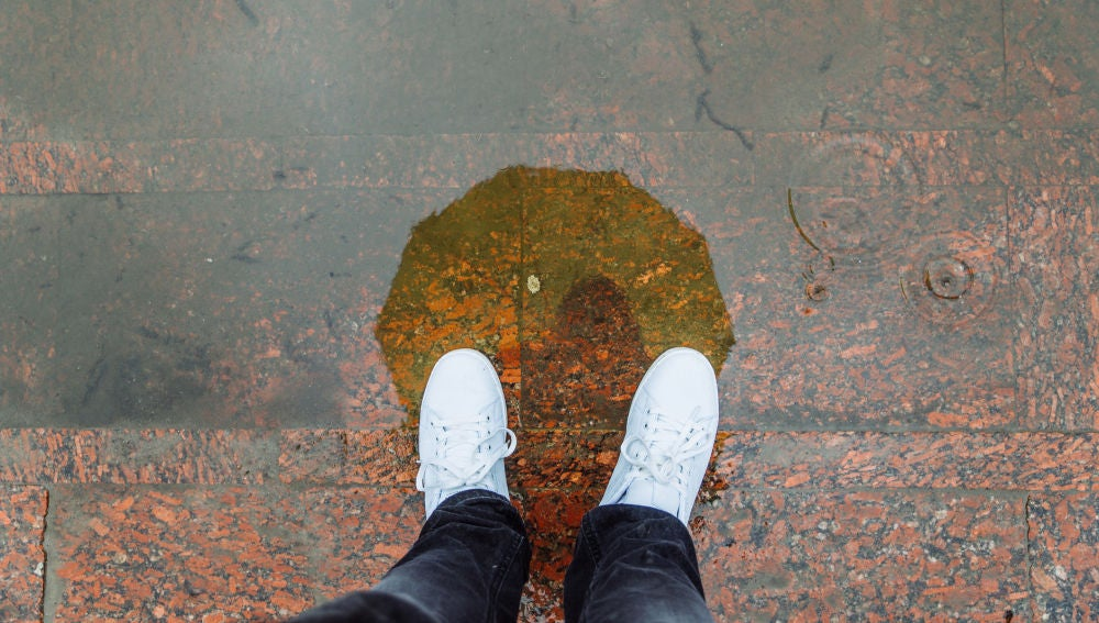 Zapatillas bajo la lluvia