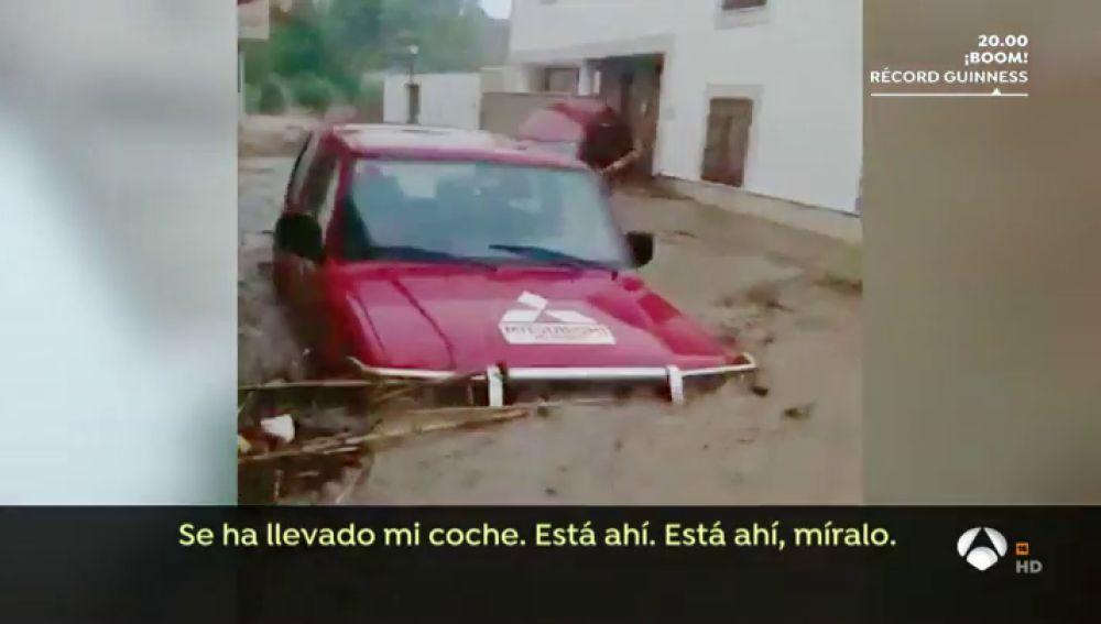 """VÍDEO: Los angustiosos momentos de los vecinos atrapados en plena inundación: """"Estamos encerrados, grábalo"""""""