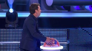 Arturo Valls presenta una nueva versión de 'La gallina dobladora'