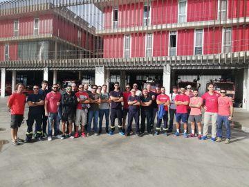 Imagen del personal de guardia y de voluntarios de los Bomberos de Palma
