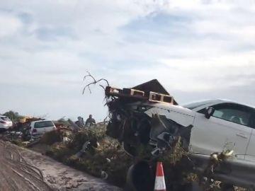 Varios coches destrozados por las fuertes riadas en Mallorca