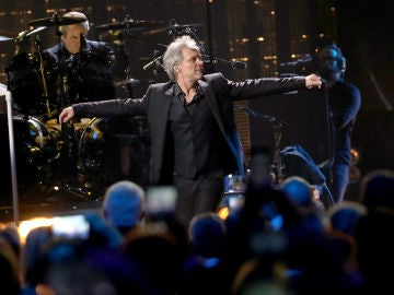 Bon Jovi durante su actuación en el Rock & Roll Hall of Fame