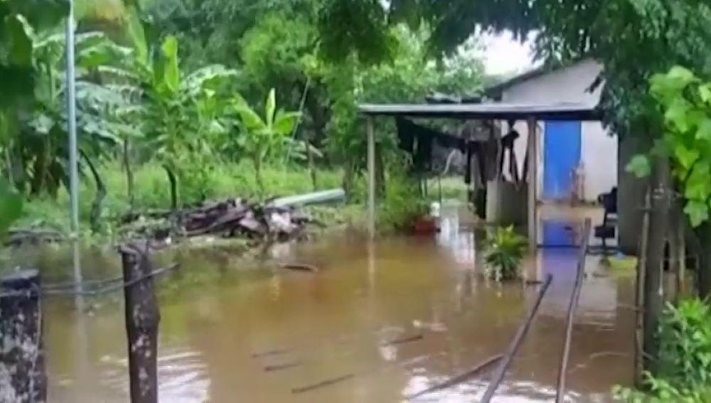 'Michael' se convierte en un huracán de categoría 3 horas antes de tocar tierra en Florida
