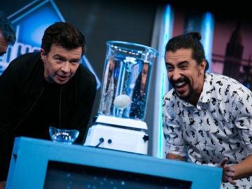 Rick Astley alucina con el vórtice roto de Marron en 'El Hormiguero 3.0'