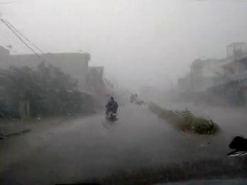 El ciclón Titli llega con fuerza a la India sin ocasionar daños personales