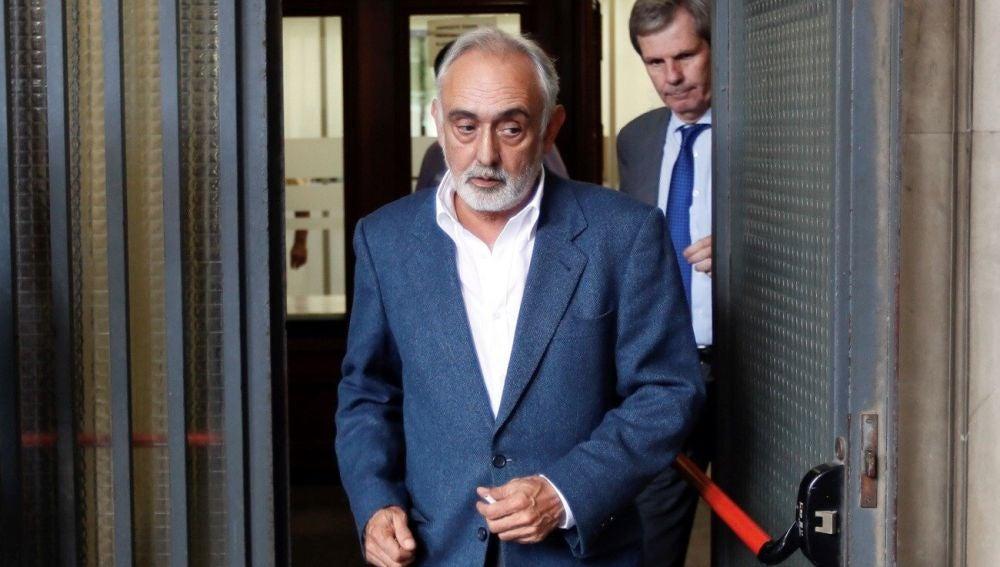 El exdirector de la extinta Fundación Andaluza Fondo Formación y Empleo (Faffe) Fernando Villén tras declarar en el juzgado de Sevilla