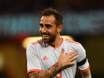 Paco Alcácer celebra uno de sus goles con la selección española de fútbol