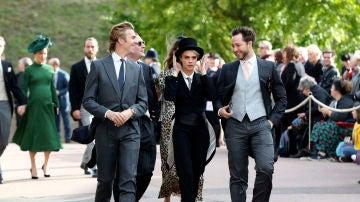 Cara Delevingne llegando a la boda de Eugenia de York