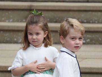 La princesa Charlotte y el príncipe Jorge en la boda de Eugenia de York