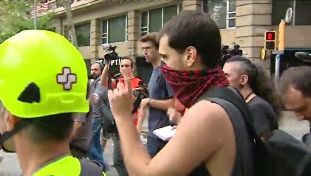 Un grupo de antifascistas se manifiesta en Barcelona