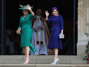 La madre y la hermana de la novia, la princesa Beatrice y su madre Sarah Ferguson
