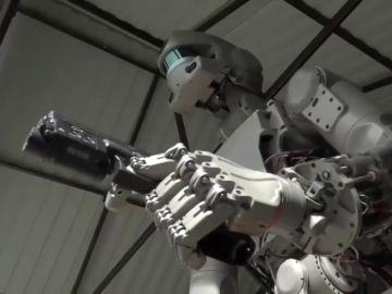 Rusia confirma el envío de dos robots al espacio capaces de disparar o conducir un coche