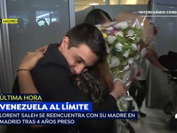 El emotivo reencuentro del opositor venezolano Lorent Saleh con su madre tras 4 años de torturas