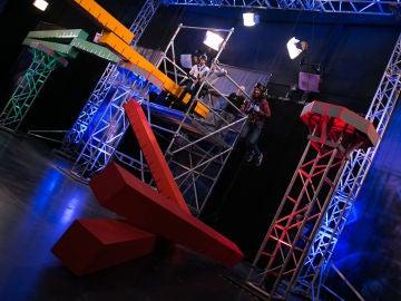 Mario Casas se atreve a cruzar 'los puentes de la muerte' de Marron