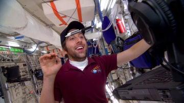 Howard en el espacio