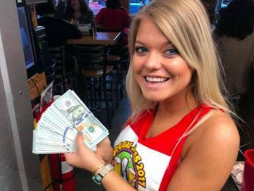 La camarera que recibió la propina de 10.000 dólares