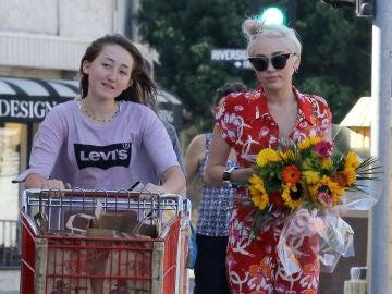 Miley Cyrus y su hermana Noah