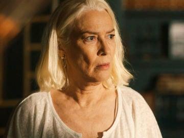 Begoña descubre que Anne es la amante de su marido Salvador