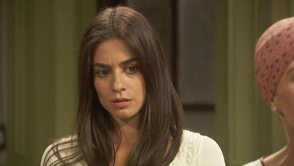 Adela rechaza la oferta de Carmelo negándose a que Elsa le ayude en la escuela