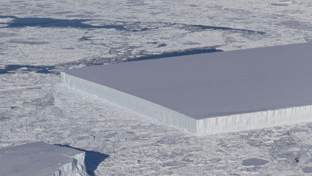 El iceberg rectangular captado por la NASA