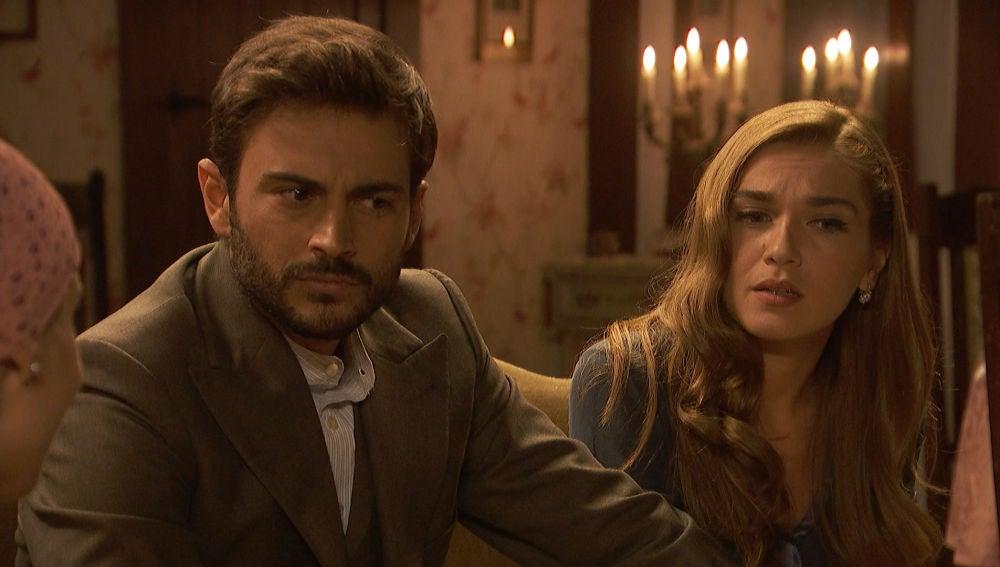 Irene y Adela convencen a Julieta y Saúl para marcharse de La Casona