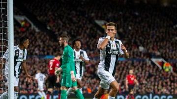 Dybala celebra su gol en Old Trafford