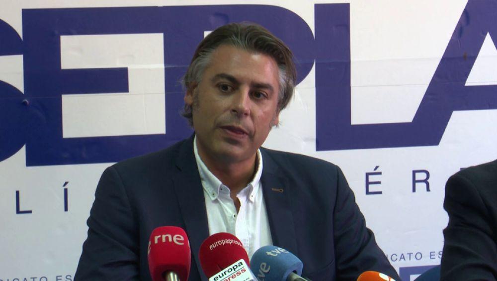 Acuerdo entre Sepla y Ryanair para que los pilotos de la compañía puedan adaptar sus contratos a la legislación española