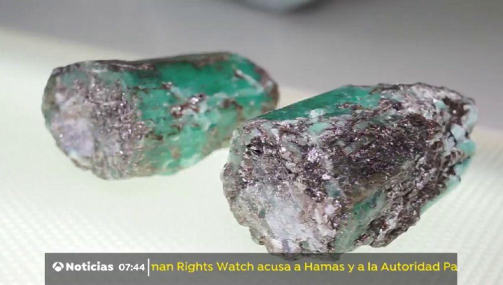 Hallan dos esmeraldas gemelas en una remota mina del centro de Rusia