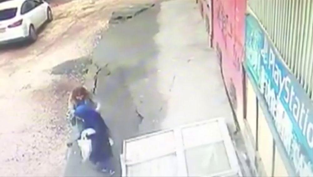 Dos mujeres, heridas tras venirse abajo el suelo sobre el que estaban en Turquía