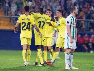 Los jugadores del Villarreal celebran un gol ante el Rapid de Viena