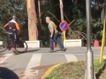 """Un camionero propina martillazos en la cabeza a un ciclista al que casi atropella en Ponteverda: """"Te mato hijo de puta"""""""