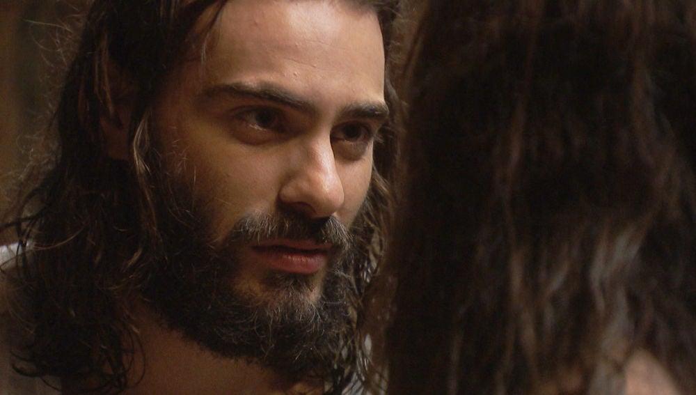 """Isaac se sincera con Elsa: """"No puedo querer a otra persona, luchemos contra el destino"""""""