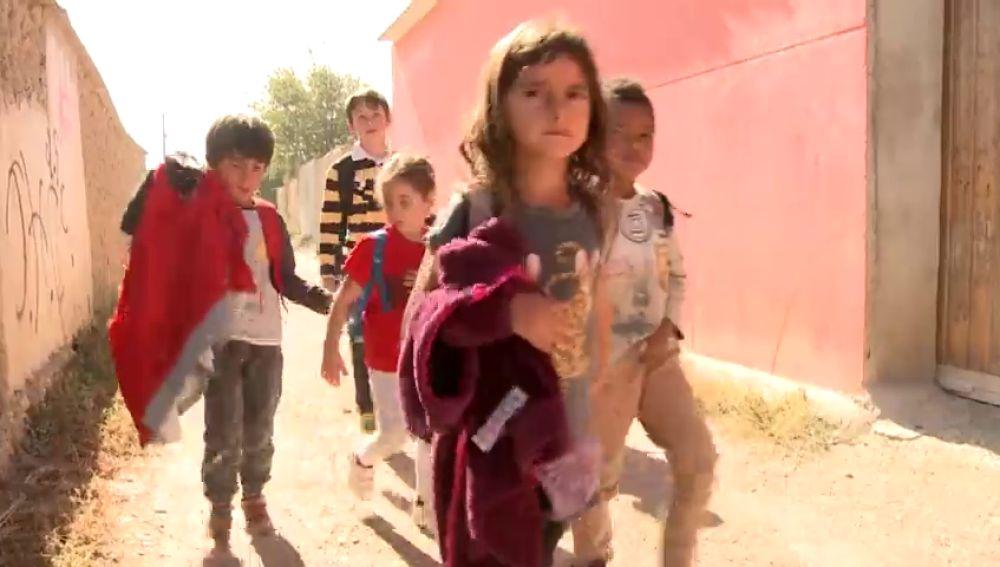 Los niños de un colegio de Zaragoza caminan cada día más de medio km para llegar a un comedor provisional