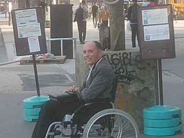 Un conductor hace bajar a todos los pasajeros de su autobús por no ayudar a un hombre en silla de ruedas a subir