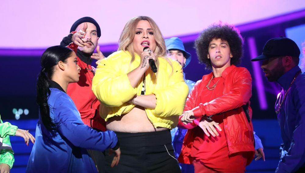Brays Efe se transforma en Rita Ora para hacernos cantar 'Your song'