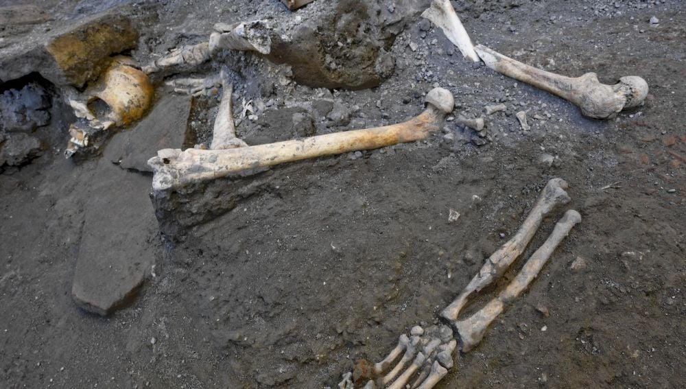 Restos óseos hallados en Pompeya