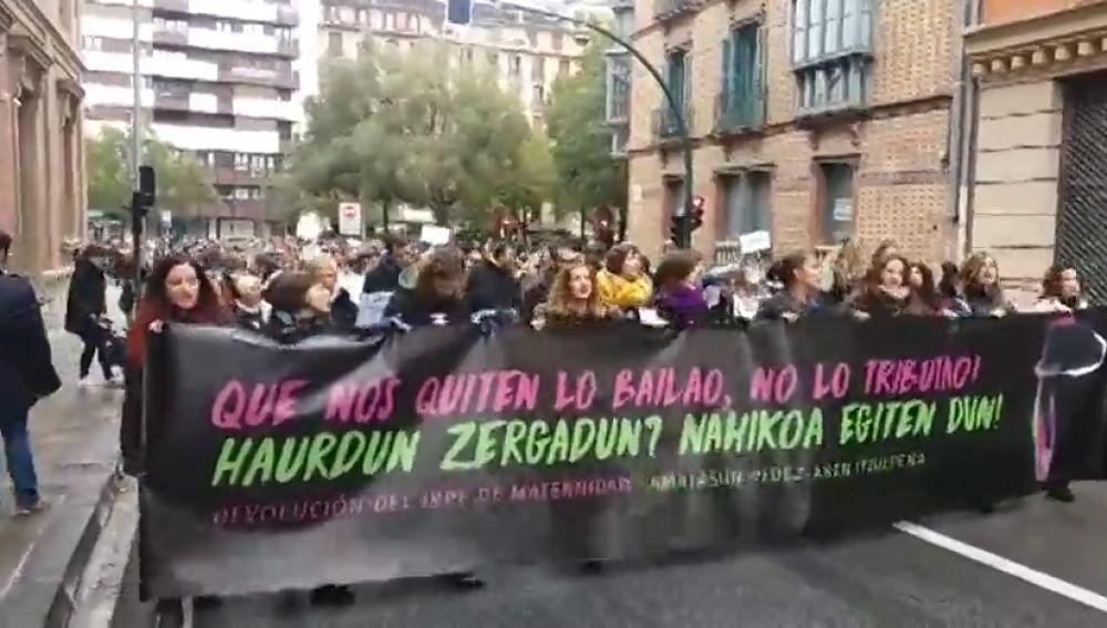 Cientos de madres navarras reclaman la devolución del IRPF por las prestaciones de maternidad