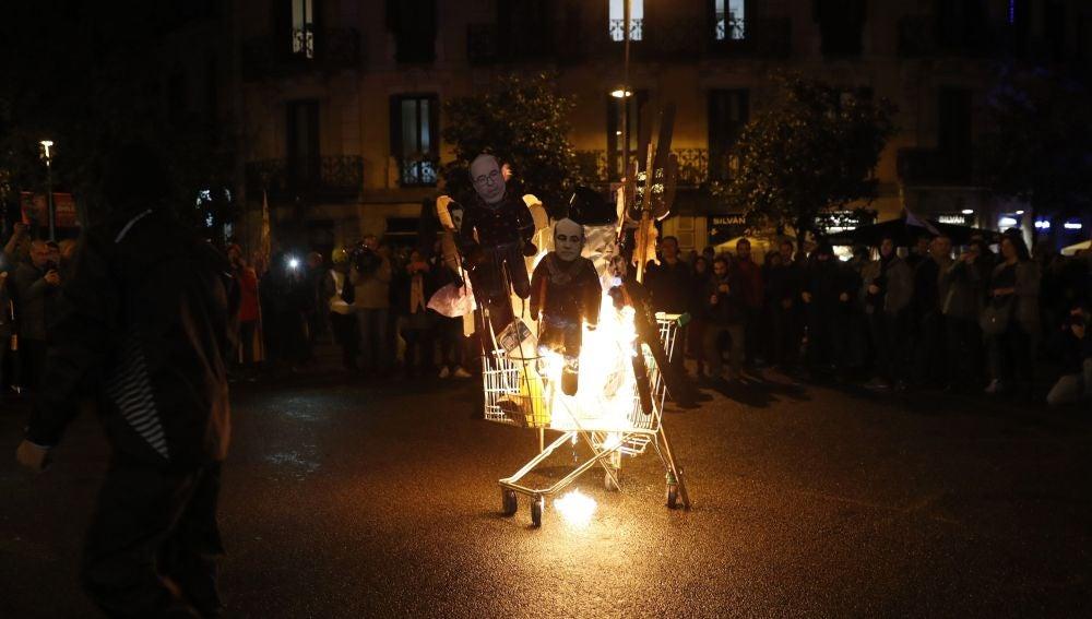 Los CDR queman monigotes del Rey y otros políticos
