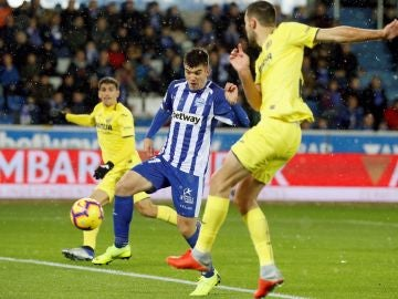 Martín Aguirregabiria, en acción ante el Villarreal