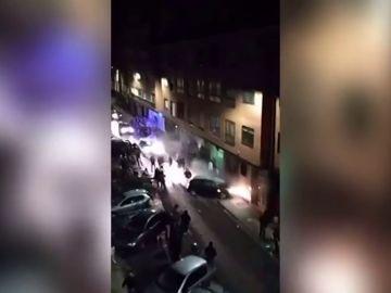 Un coche se estrella contra una pared tras chocar contra turismos aparcados en una zona de copas de Palencia