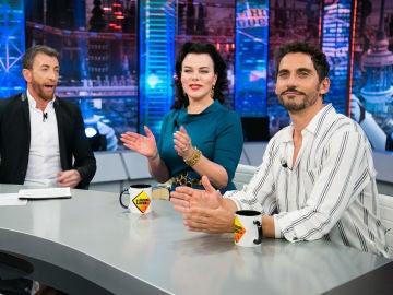 """VÍDEO: Paco León, sobre la fiesta gitana en 'Arde Madrid': """"Rosalía nos ha hecho un tema"""""""