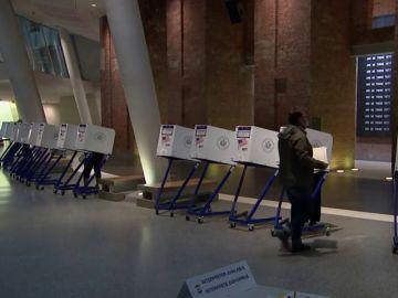 Abren los primeros colegios electorales en la costa este de Estados Unidos