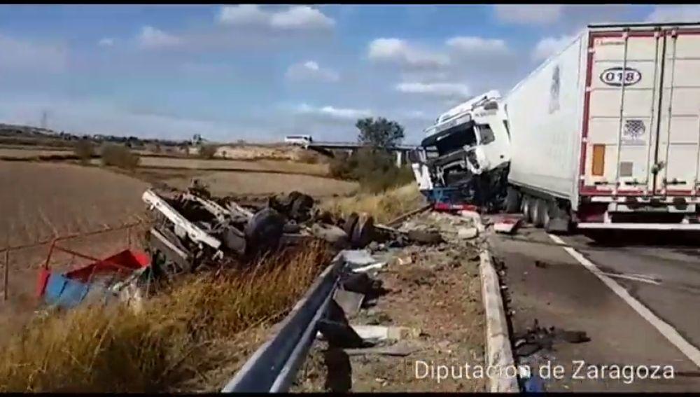 Una persona ha fallecido y otras dos han resultado heridas en un accidente de tráfico ocurrido en Zaragoza
