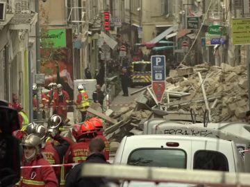 Hallan un muerto entre los escombros del edificio derrumbado en Marsella y hay al menos cinco desaparecidos