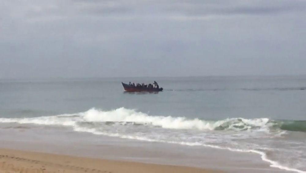 REEMPLAZO Se reanuda la búsqueda de los inmigrantes desaparecidos tras el naufragio de una patera en Cádiz