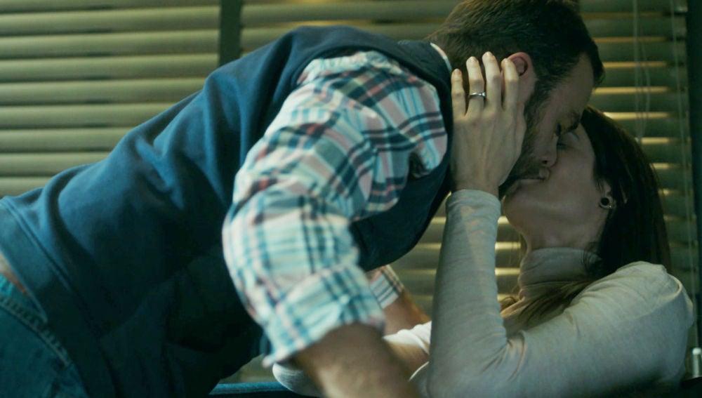 Iñaki complace a Natalia tras saber que su padre financiará el nuevo proyecto de los astilleros