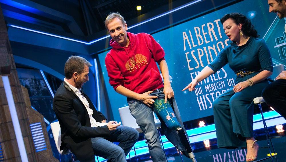 VÍDEO: La emotiva historia de la prótesis de Albert Espinosa dedicada a 'El Hormiguero 3.0'
